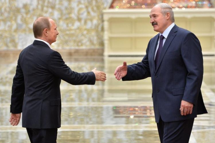 Владимир Путин поздравил Лукашенко с Днем независимости Белоруссии