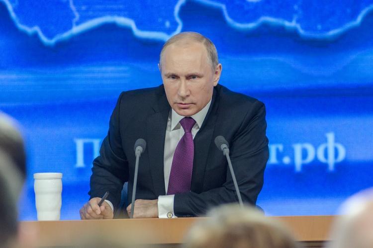 Путин поблагодарил членов правительства за работу