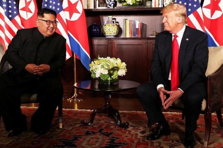 Трамп и Ким Чен Ын завершили встречу тет-а-тет