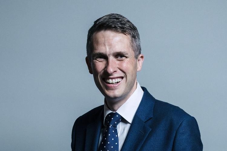 Siri прервала выступление министра обороны Великобритании в парламенте