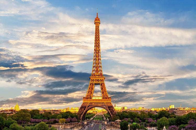Эйфелеву башню защитят пуленепробиваемым стеклом