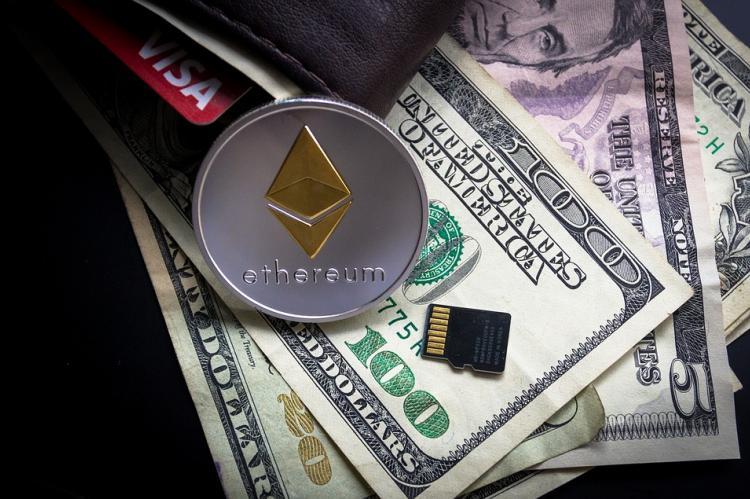 Баг на бирже Coinbase позволял зачислять неограниченное количество Ethereum