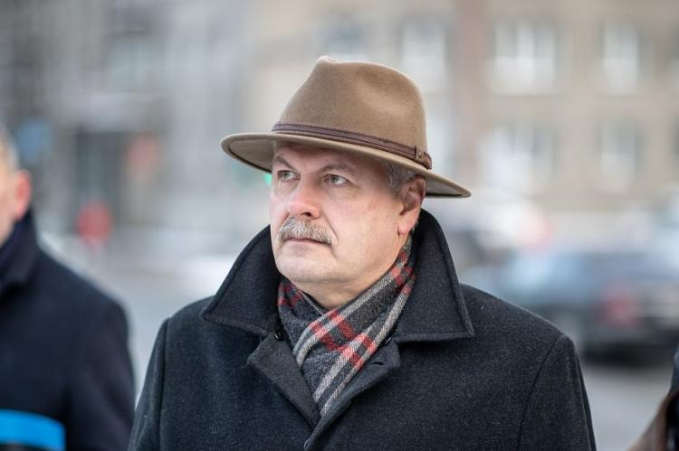 Спикер парламента Эстонии осудил президента за приглашение Путина