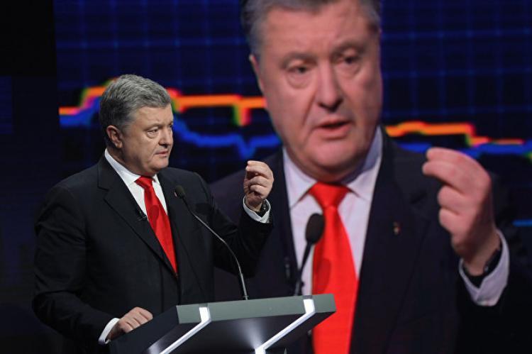 Порошенко обвинил Россию в срыве поставок защитных костюмов на Украину