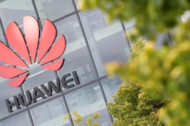 Великобритания подвергла риску свою экономику, выгнав Huawei, уверены эксперты