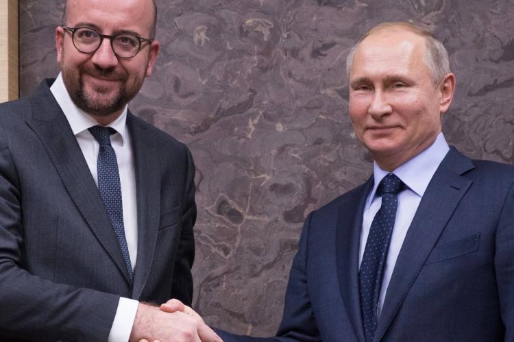 """Французы призвали власти ЕС перестать """"цепляться"""" к России"""