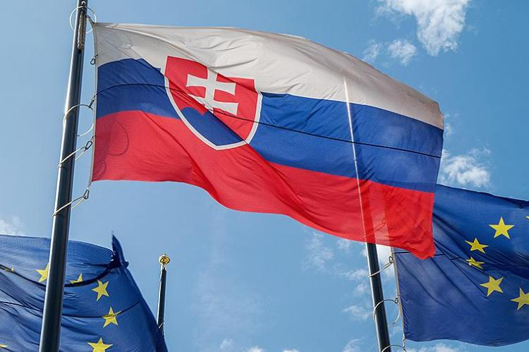 Словакия выслала трех российских дипломатов