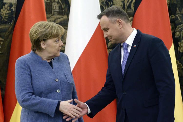 В Германии заявили об оскорблении Меркель президентом Польши