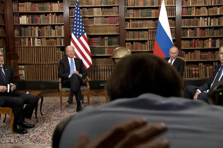 Путин: Байден выглядит бодро, он полностью в материале