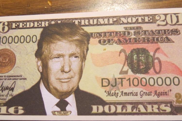 Фото Трамп с деньгами