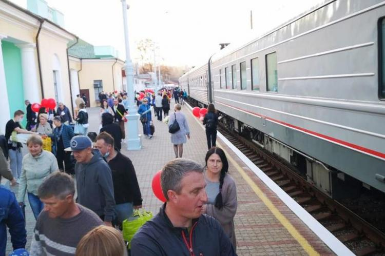 Встреча поезда Москва-Феодосия на конечной станции