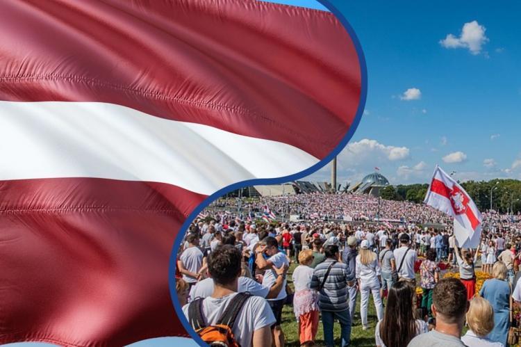 Флаг Латвии на фоне белорусских протестов