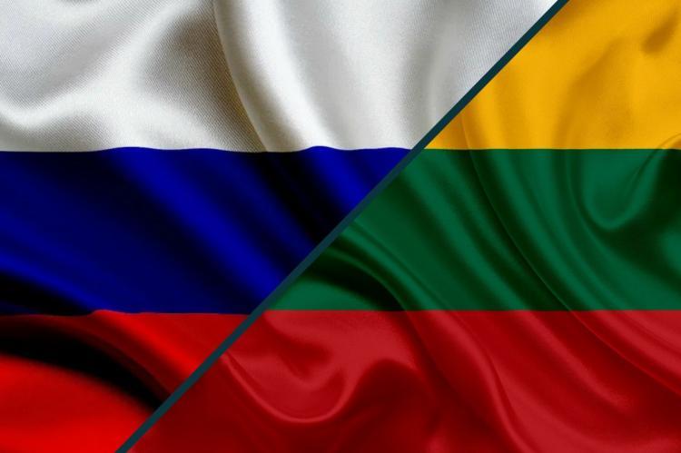 Флаги России и Литвы