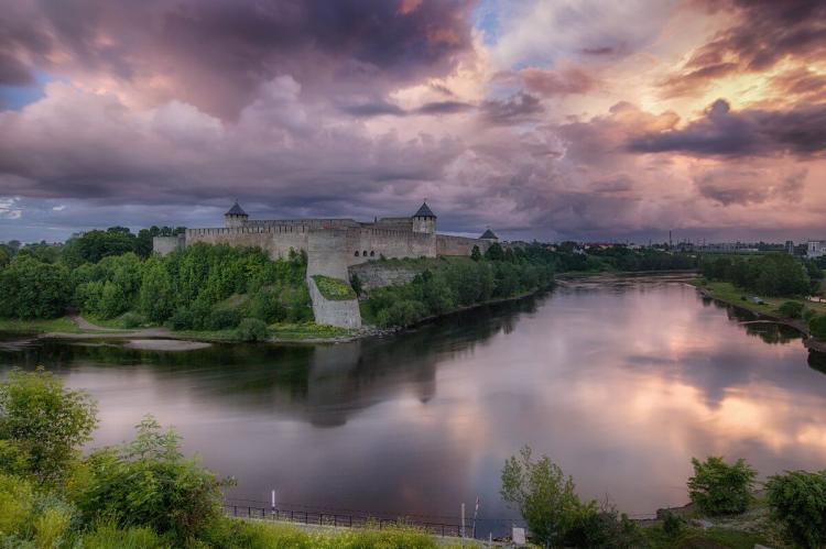 Молодой эстонец добрался до России вплавь и попросил о российском гражданстве
