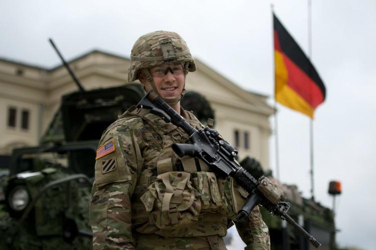 Трамп одобрил план по передислокации 9,5 тысяч американских военных