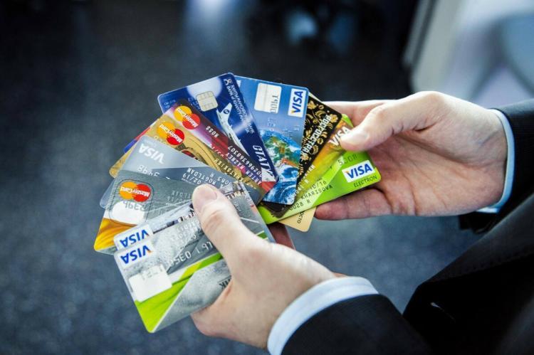 Веер из кредитных карт