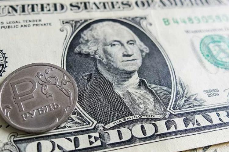 Курс доллара: рубль пробил психологическую отметку