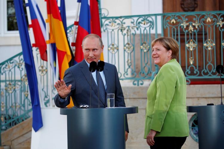 Путин и Меркель осудили заявления о необходимости пересмотра