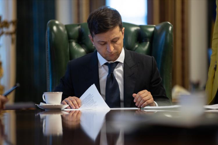 Зеленский подписал указ о принудительном отчуждении земли и недвижимости в 50 м от границы