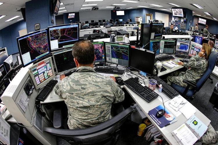 WSJ: ученые США следили за телефонами на военных объектах России