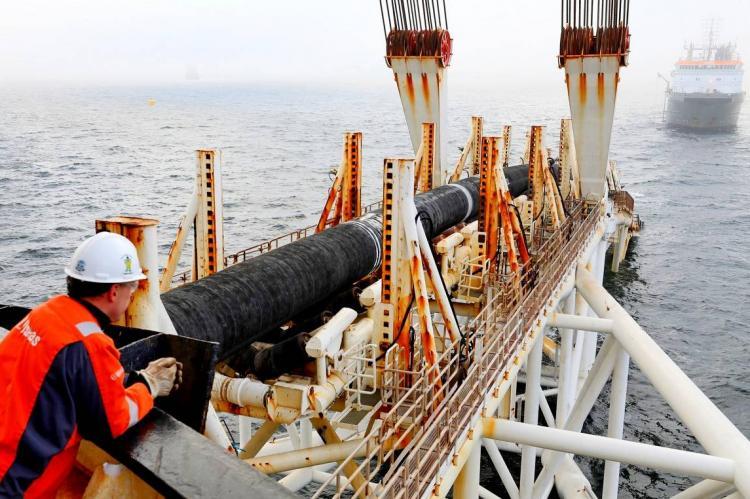 Укладка труб в море