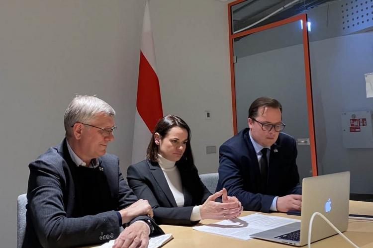 Светлана Тихановская с советниками