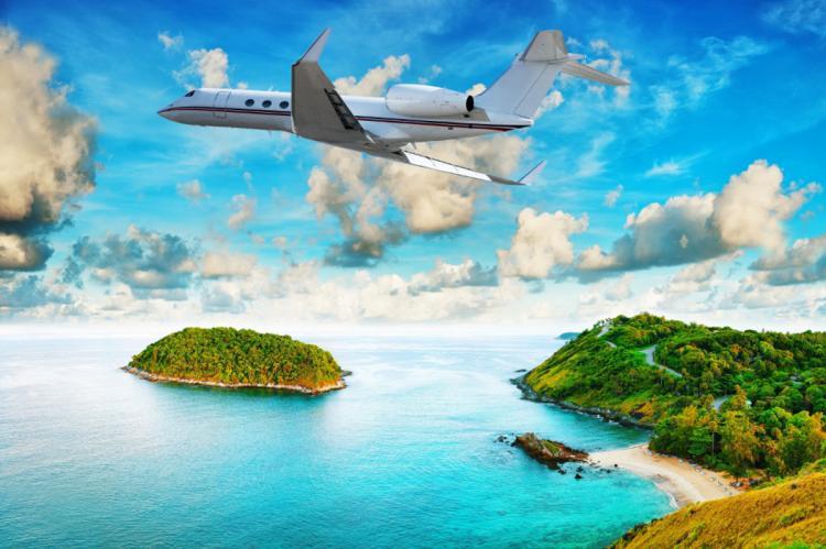 Самолет над островами