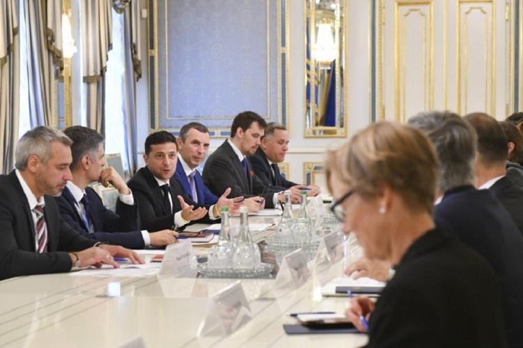 Зеленский встретится с послами G7 для «очищения судебной системы Украины»