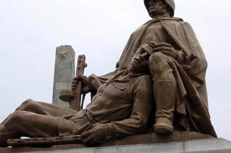 Варшава хочет переписать историю XX века — Мария Захарова