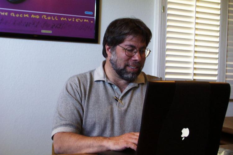 Основатель Apple отказался от криптовалюты
