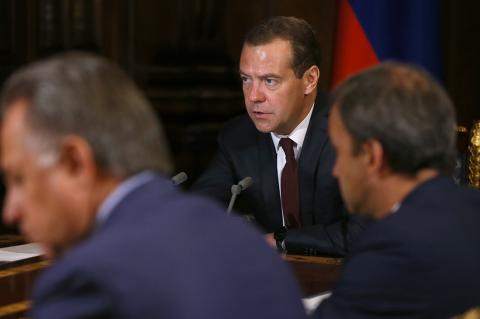 Медведев рассказал о мерах по нацпроекту «Демография»