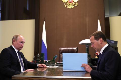 Путин продлил ответные санкции против Запада