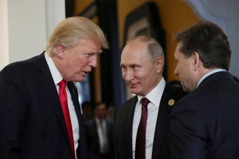 Коэн объяснил, почему Трамп повернулся к Европе задом, а к России передом