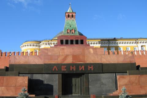 Коммунистическим партиям предложили оплачивать содержание тела Ленина в мавзолее