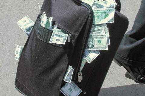В МВД России выявили схему нелегального вывода денег из страны