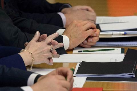 Названа средняя зарплата российского чиновника