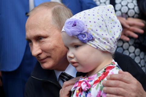 Владимир Путин подписал закон о мерах поддержки семей с детьми