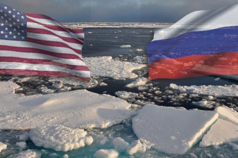 Флаги США и России на фоне льдов