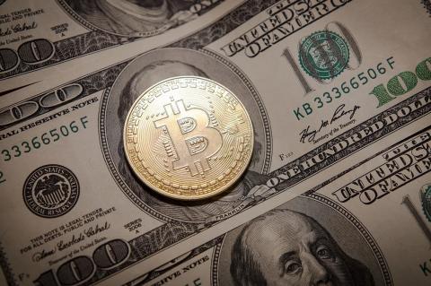 Биткоин и доллары