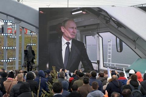 Посольство РФ потребовало извинений от Bloomberg из-за рейтинга Путина