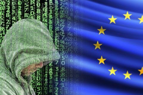 Хакер и флаг ЕС