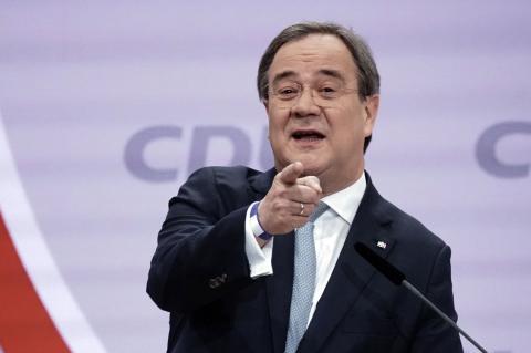 Кандидат в канцлеры ФРГ Лашет пригрозил России санкциями из-за Украины