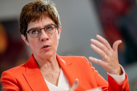 Spiegel: министр обороны Германии намерена строить отношения с Россией по «стратегическому компасу»