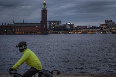 Отказ от карантина обернулся для Швеции масштабным кризисом