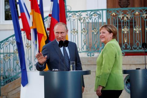 Меркель осудила готовящиеся санкции по «Северному потоку — 2»