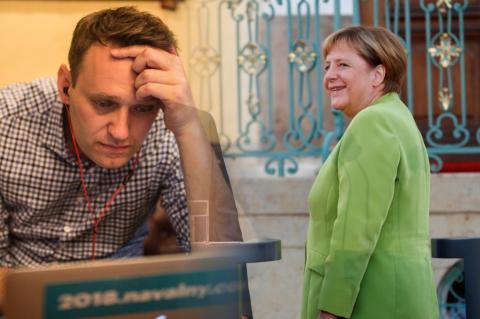 Spiegel: Меркель тайно навещала Навального в клинике Charite