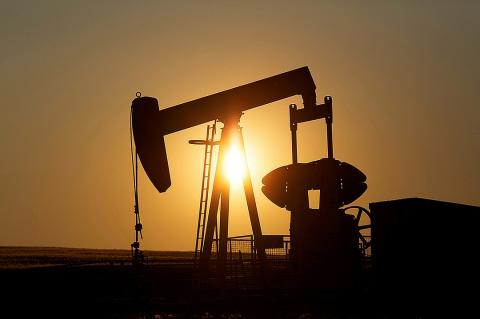 Американские производители нефти настаивают на санкциях против России и Саудовской Аравии