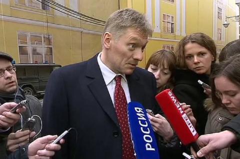 Песков попросил не ассоциировать Путина с нарушением законов Навальным