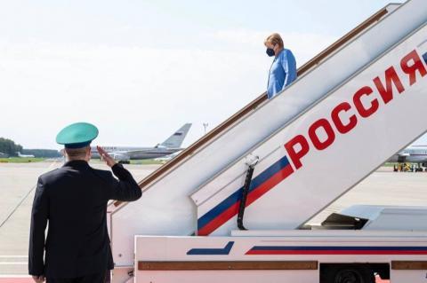 Политолог Михеев рассказал, как Меркель после отставки может связать жизнь с Россией