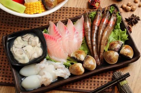 Рыба и морепродукты на столе